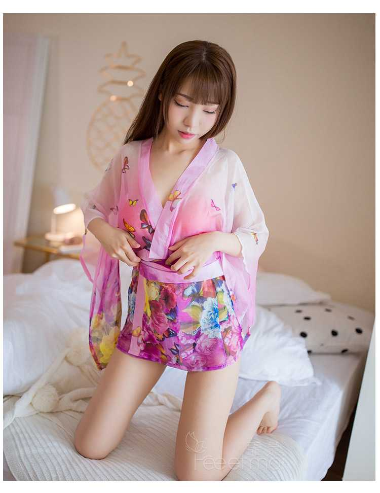 日式性感AV女优和服透出诱惑身材