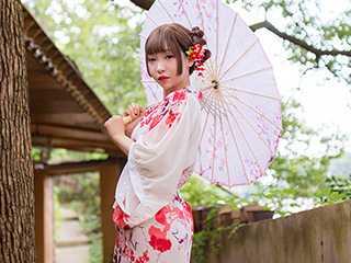 日系低领雪纺印花性感和服写真