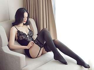 性感黑色蕾丝吊带连身丝袜美女写真